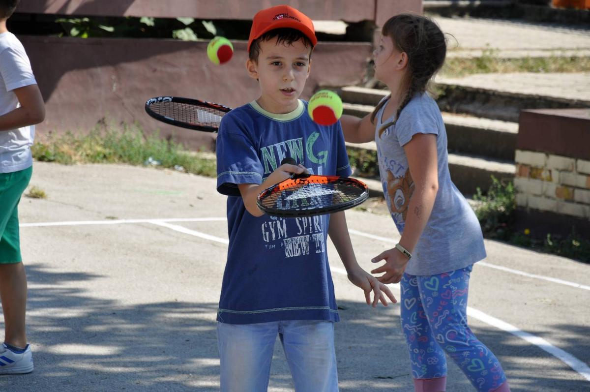 """Мини тенис радионица у оквиру фестивала """"Мој лепи парк""""."""