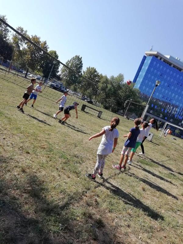 """Одбојкашка радионица у оквиру фестивала """"Мој лепи парк""""."""