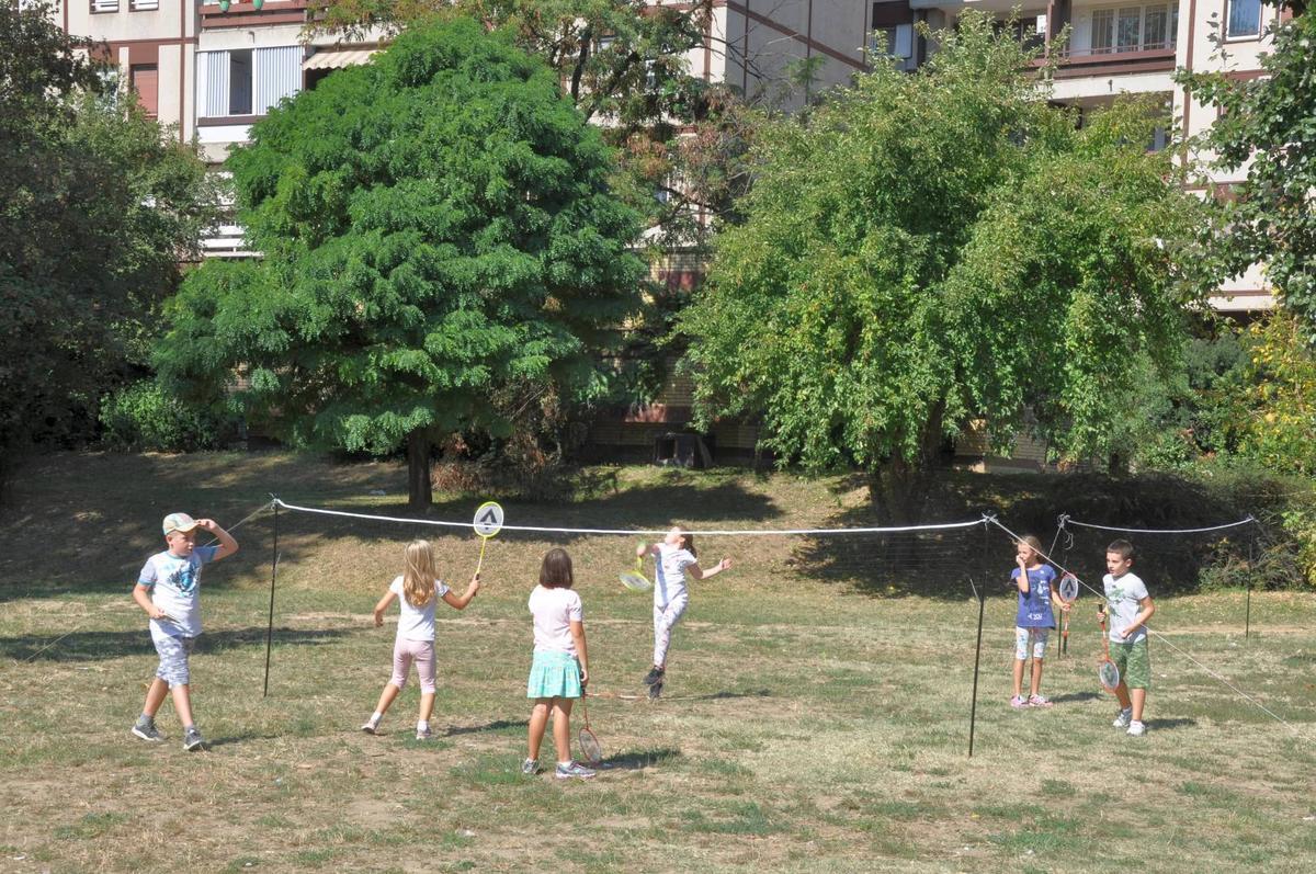 """Бадминтон радионица у оквиру фестивала """"Мој лепи парк""""."""