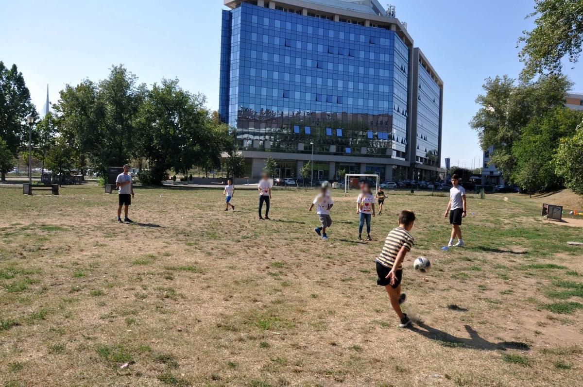 """Фудбалска радионица у оквиру фестивала """"Мој лепи парк""""."""